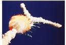 """32年前""""挑战者号""""航天飞机升空爆炸夺7命 现场观众抱头痛哭"""