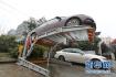 济南一立体车库车辆坠落 两辆私家车受损