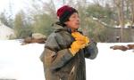 湖北挖藕人-5℃寒冰里挖藕 妻子怕出事守岸边