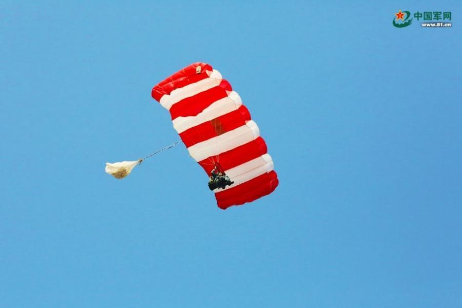 中国伞兵如何垂直打击