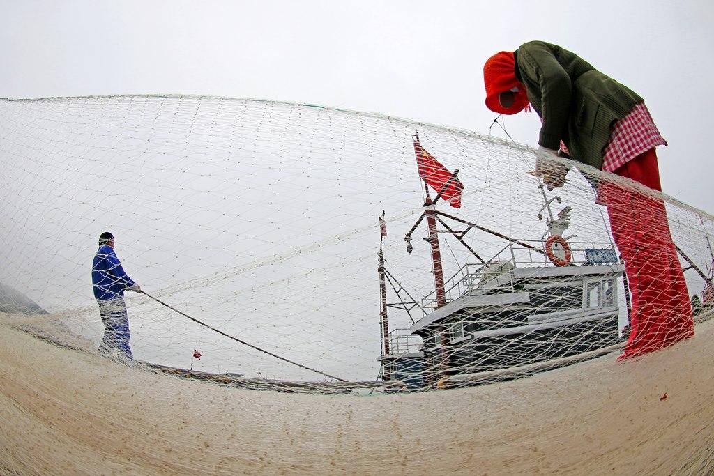 烟台:渔船回港迎休渔