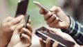 """基层干部沦为""""微信工作群奴"""":出门要带5部工作手机"""