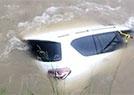 越野车寻刺激被淹没