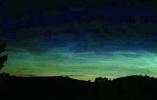 漠河北极村23日现罕见夜光云 持续50多分钟