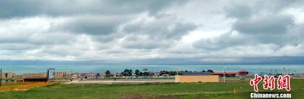 青海湖南岸的二郎剑风景区全景