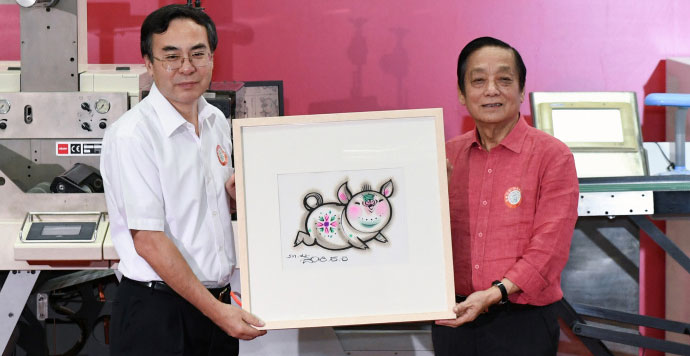 韩美林担纲设计的《己亥年》特种邮票在京开机印刷