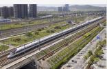 """一块彩钢板""""逼停""""京沪高铁 沿线有多少安全盲区?"""