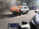 南京街头又有老车当街自燃 这次是10年的老车