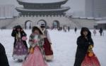 游客穿韩服游景福宫