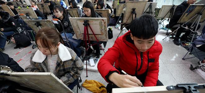 山东济南:艺考开考 挥笔逐梦