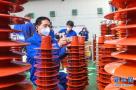河南南阳:机器转起来 工人忙起来