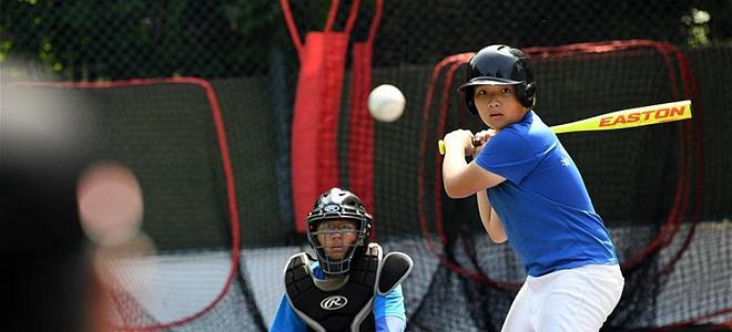 全民健身——夏日里的棒球少年