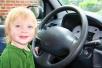10岁熊孩子趁母亲外出 拿车钥匙带弟弟兜风
