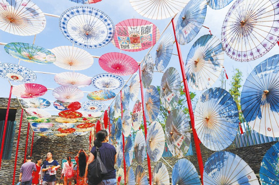 泸州油纸伞厂_泸州市分水油纸伞厂的油纸伞成为会场的一道风景.