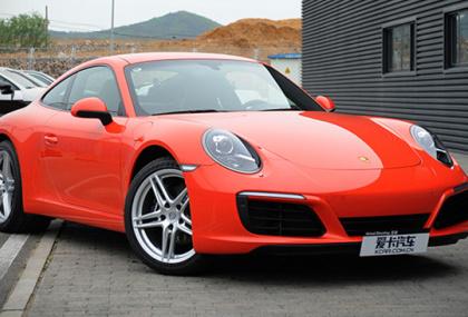 新款保时捷911 Carrera