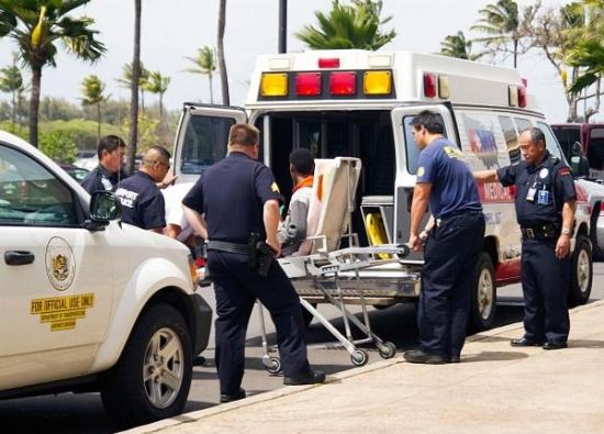 85岁老人坐飞机死亡 是否延误救治引争议