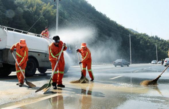 大连启用51台道路清洗车 一千万平方米道路全部大清洗