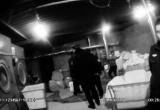 黑洗衣厂趁夜色偷排污水  北京环保警察拘留厂主