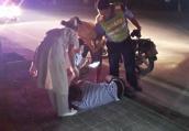 醉酒男子半夜骑车竟干了这事 幸亏民警及时出现