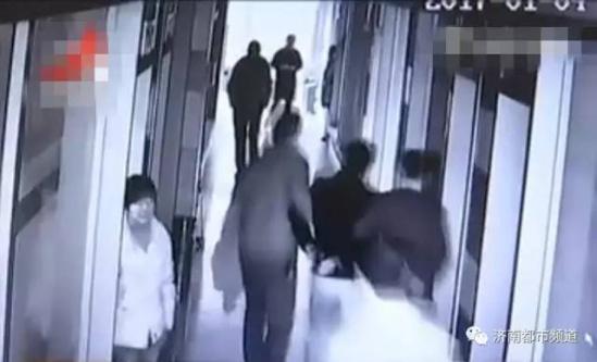 宝宝 警方/同事们以为,李先生真犯事儿了,当时也不好干涉。