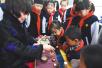 """北京中小学生迎新学期 开学第一课学习传统与""""新规"""""""