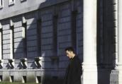李光洁漫步剑桥大学 雅致时髦风自成风景