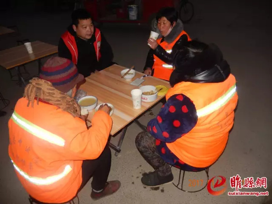 """睢县""""商丘好人爱心早餐""""暖人心 专属于环卫工人的温暖"""