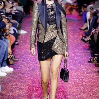 巴黎时装周:最爱出仙裙的Elie Saab这一季取材充满活力的迪斯科