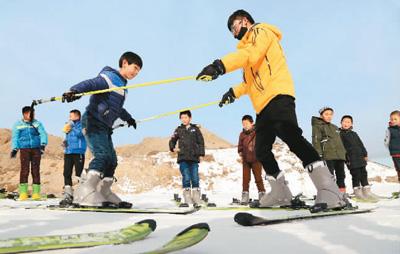冷冰雪变身热经济 全国大众冰雪季启动