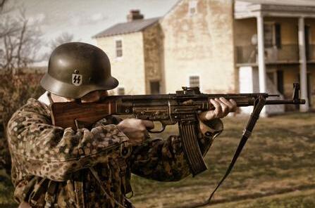 亚武装集体换装二战德军武器不少为珍品图片