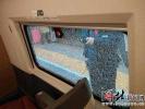 恶劣!大连至沈阳一高铁列车玻璃被击碎 系一男子用钢珠射击
