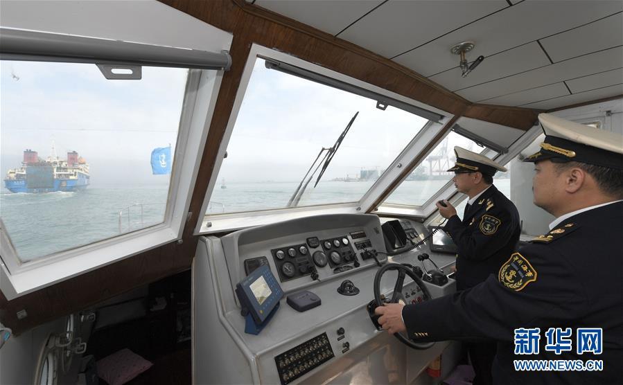 疏导琼州海峡滞港车辆
