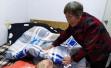 浙江遂昌失明老人收养20多名弃婴,孱弱肩膀扛住生命的重量