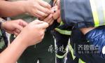 济南一学生戒指卡手 消防官兵巧用牙签帮解套