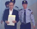 77岁李明博一身西装现身法庭 当天系卢武铉忌日