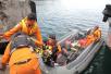 印尼渡轮成死亡之船:180人生死未卜,家属绝望中仍旧等待