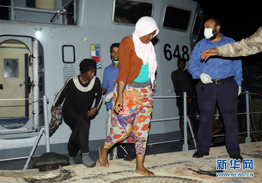 利比亚海军救起458名非法移民