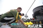 纪念抗战胜利73周年,73名参观者在南京撞响和平钟