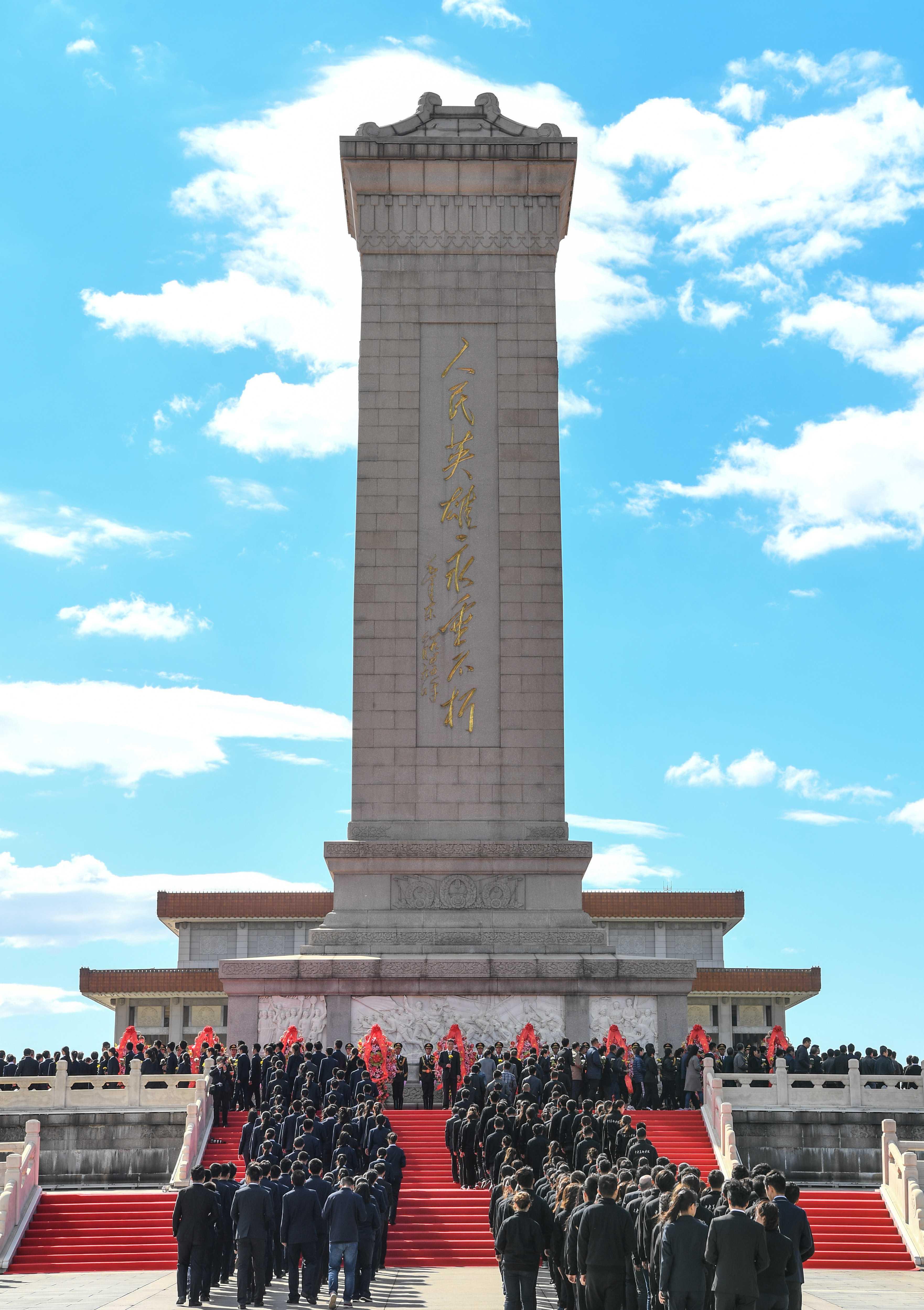 国家第五个烈士纪念日 上万人参加全市18场烈士公祭活动