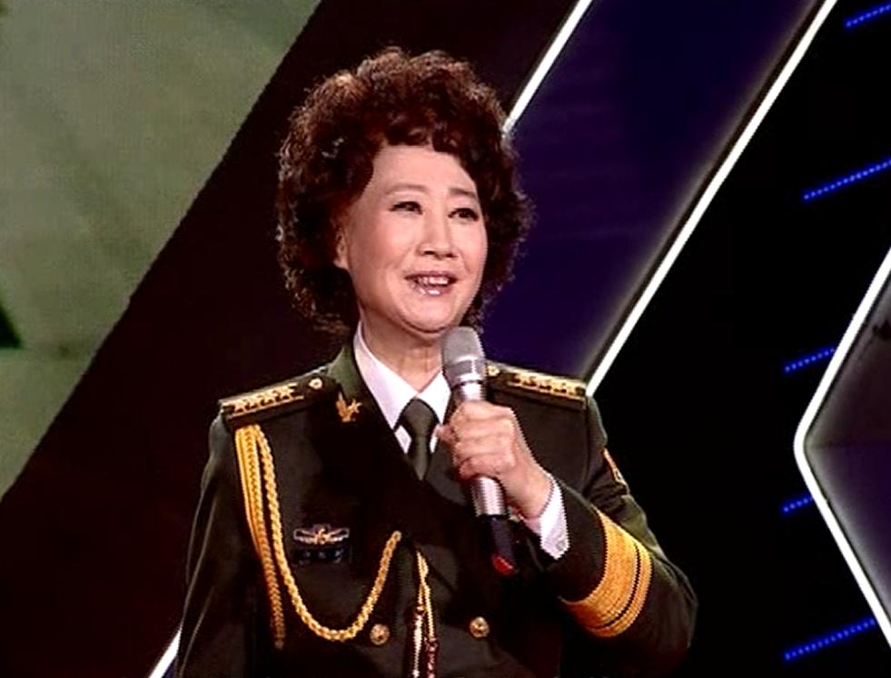 申丽娟演唱《祖国开遍美丽的花朵》