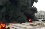 杭州良渚厂房起火浓烟染黑天空,附近小学千余孩子紧急疏散