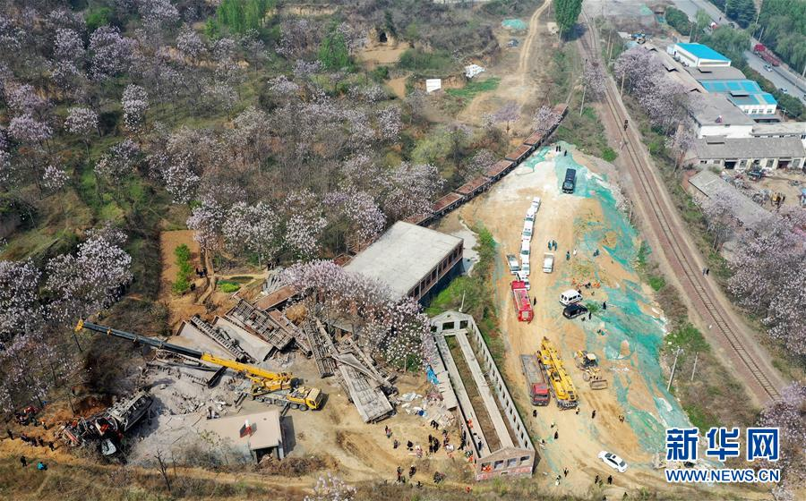 (新华网)(3)中铝物流运矿石火车事故已致4人死亡