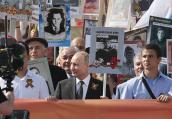 普京举父亲照片参加卫国战争胜利日活动:他配得上这份荣耀