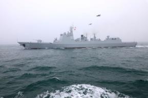 中国导弹驱逐舰抵达日本 日自卫队军官:非常荣幸
