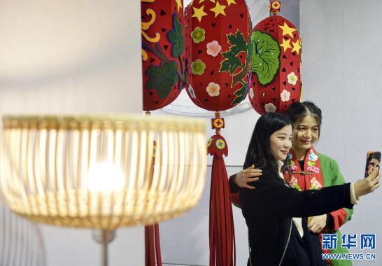 传统工艺作品展亮相郑州
