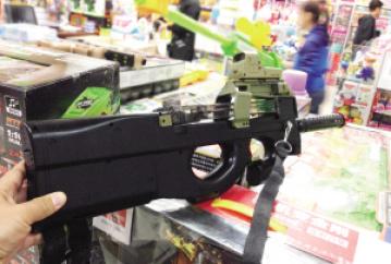 """五爱业户卖5支""""枪""""被判四年 玩具枪威力大可射伤眼球"""