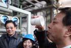 环保局长当场喝污水