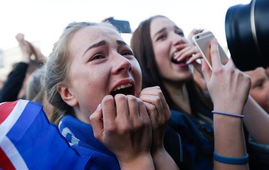 冰岛足球队归国万人空巷