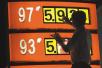 国际油价创年内新低 成品油价格下调概率增大