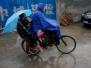小学校长提议雨天不接送 600余家长仅2人回复